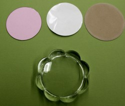 this is the coaster as you get it in the package...and I cut a GIGA circle in Pink Cardstock