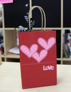 gift bag using SCRAPLINES YUMMY HEARTS