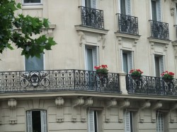 I want to live here.  Is that too much to ask?  I want flowers on my balcony.. I want fresh flowers every day.  I want croissants and wine and I want to NOT get fat because of it.  hmmm.. maybe I am asking too much..LOL